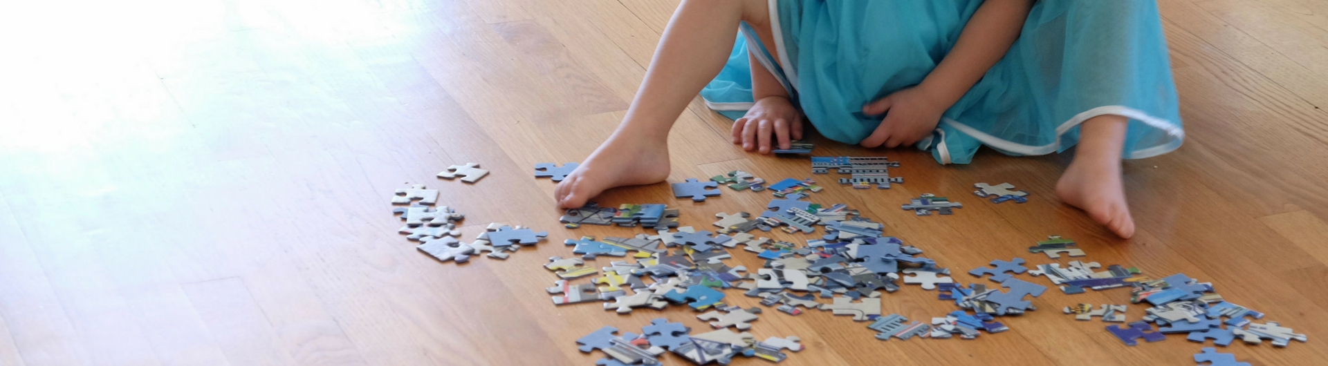 child-playing-with-puzzle